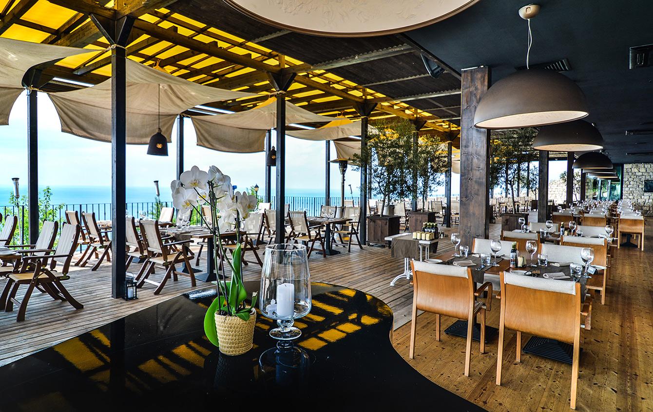 El Balcon del Mundo panoramic restaurant